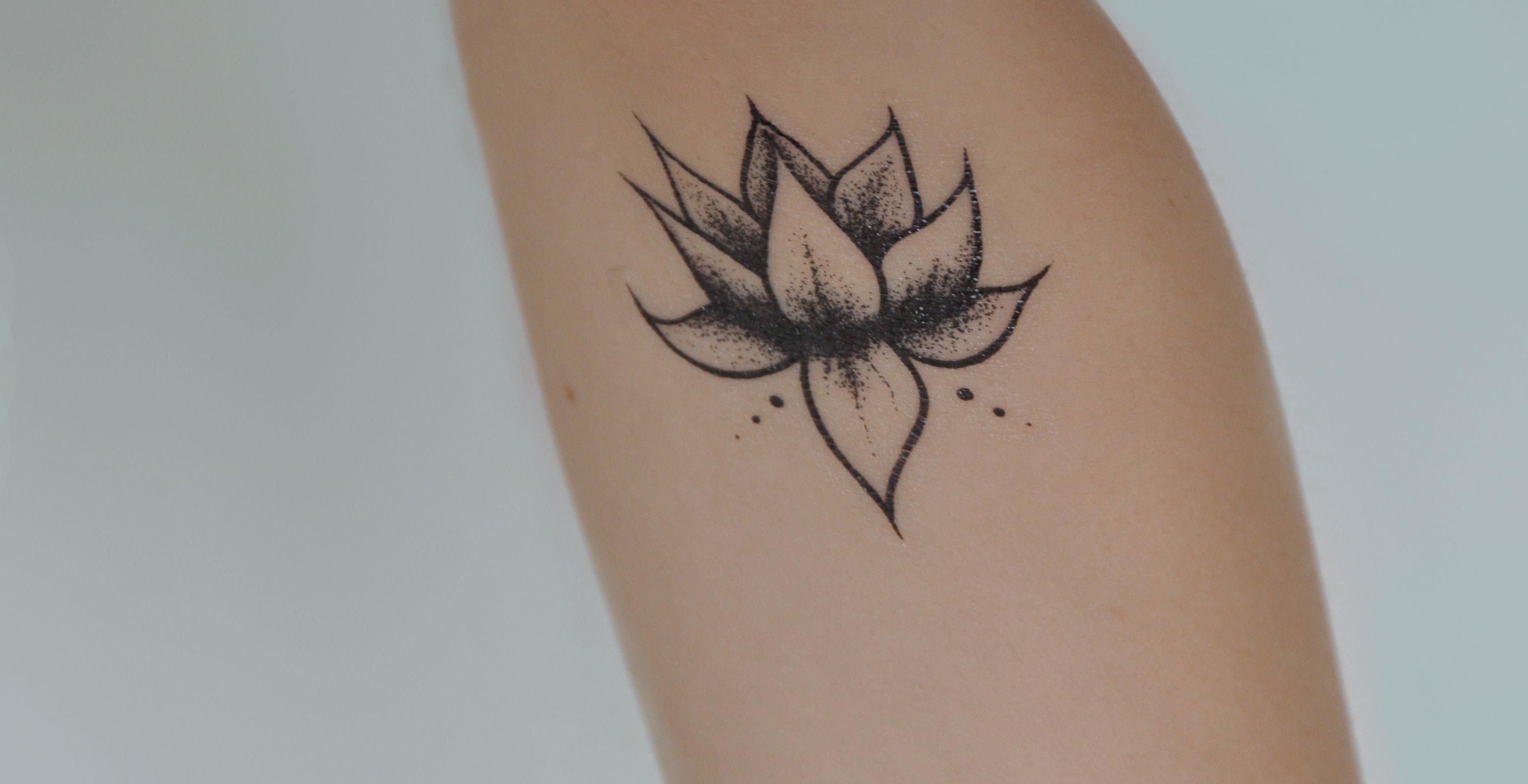 Kleine Blumen Tattoos alletattoo.de 23