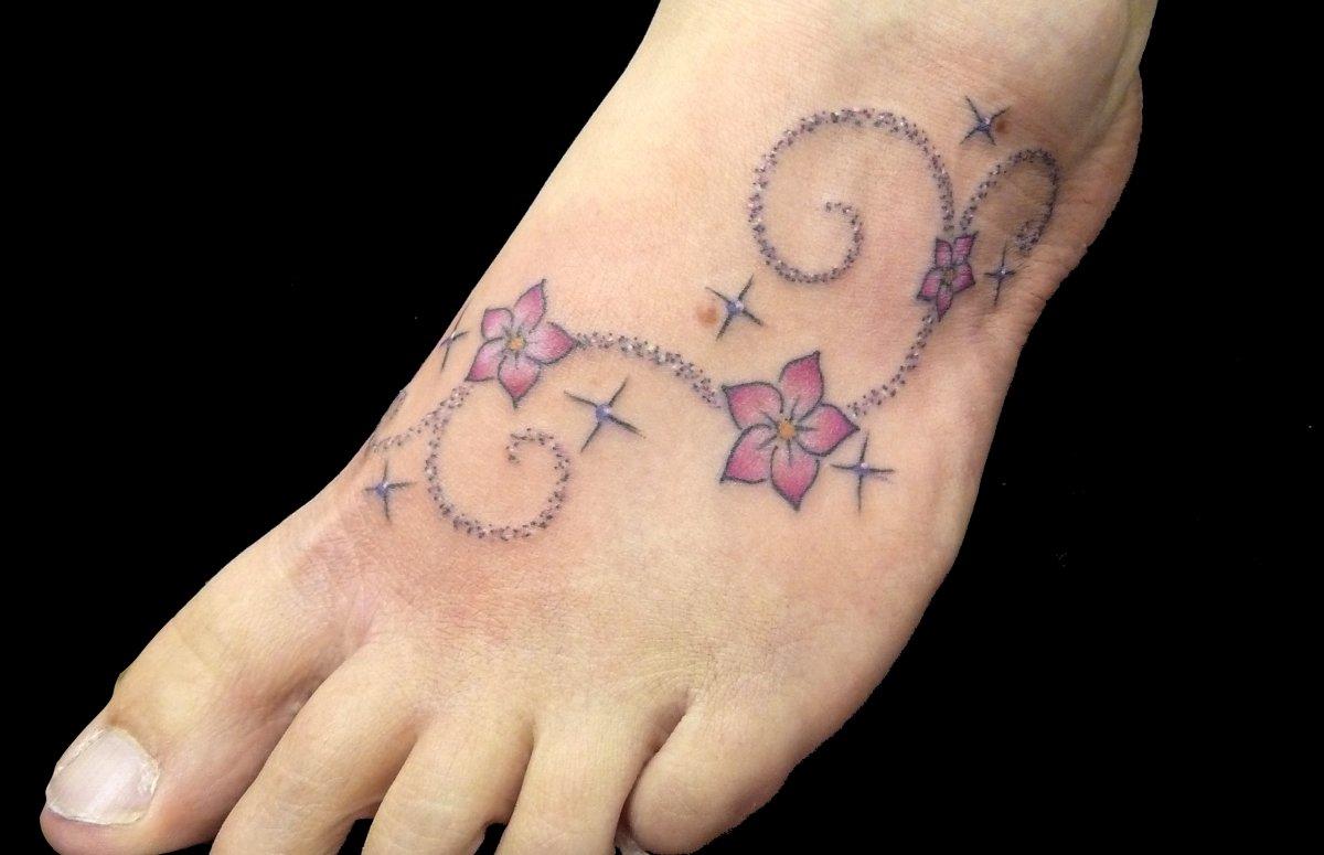 Kleine Blumen Tattoos alletattoo.de 19