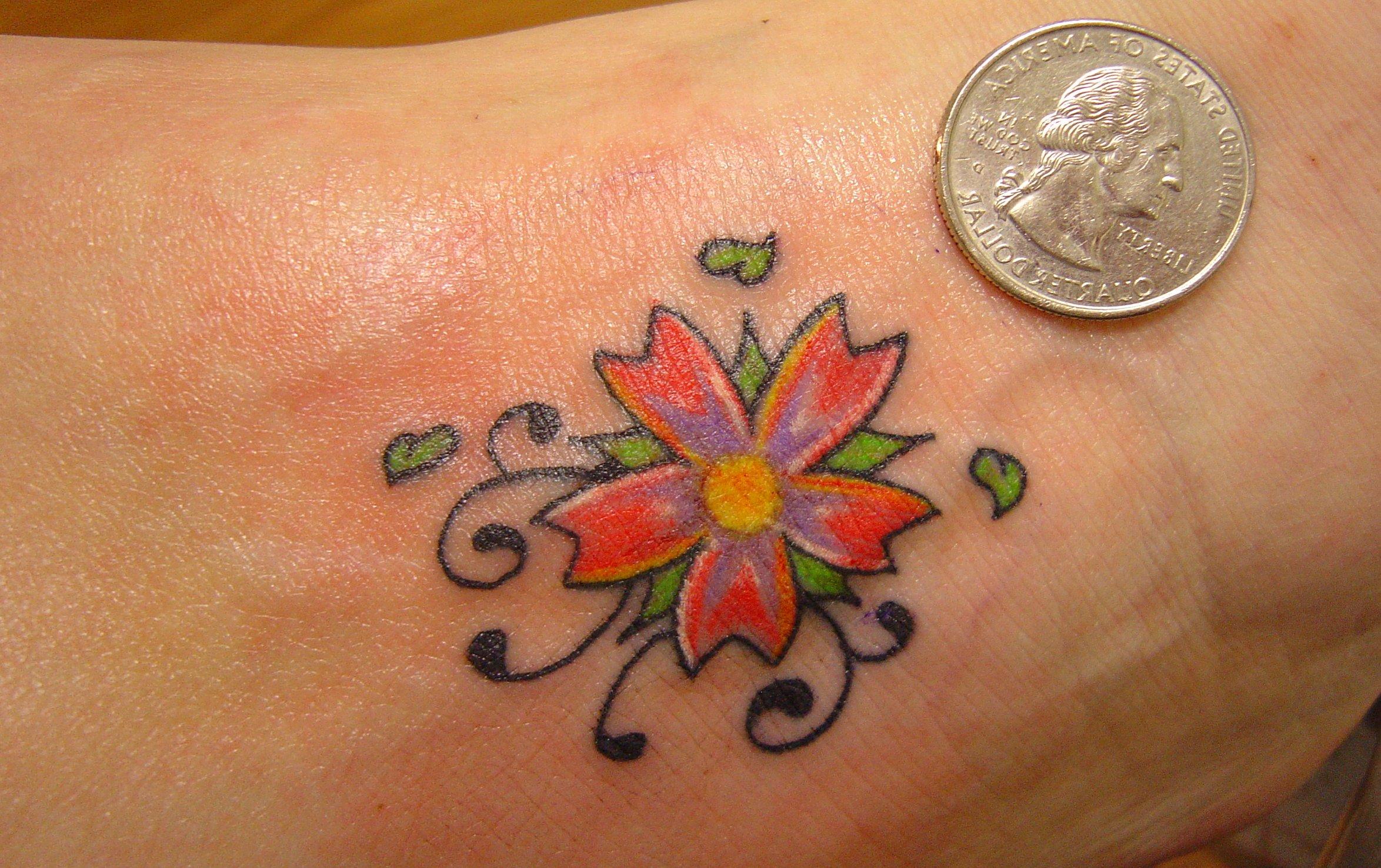 Kleine Blumen Tattoos alletattoo.de 16