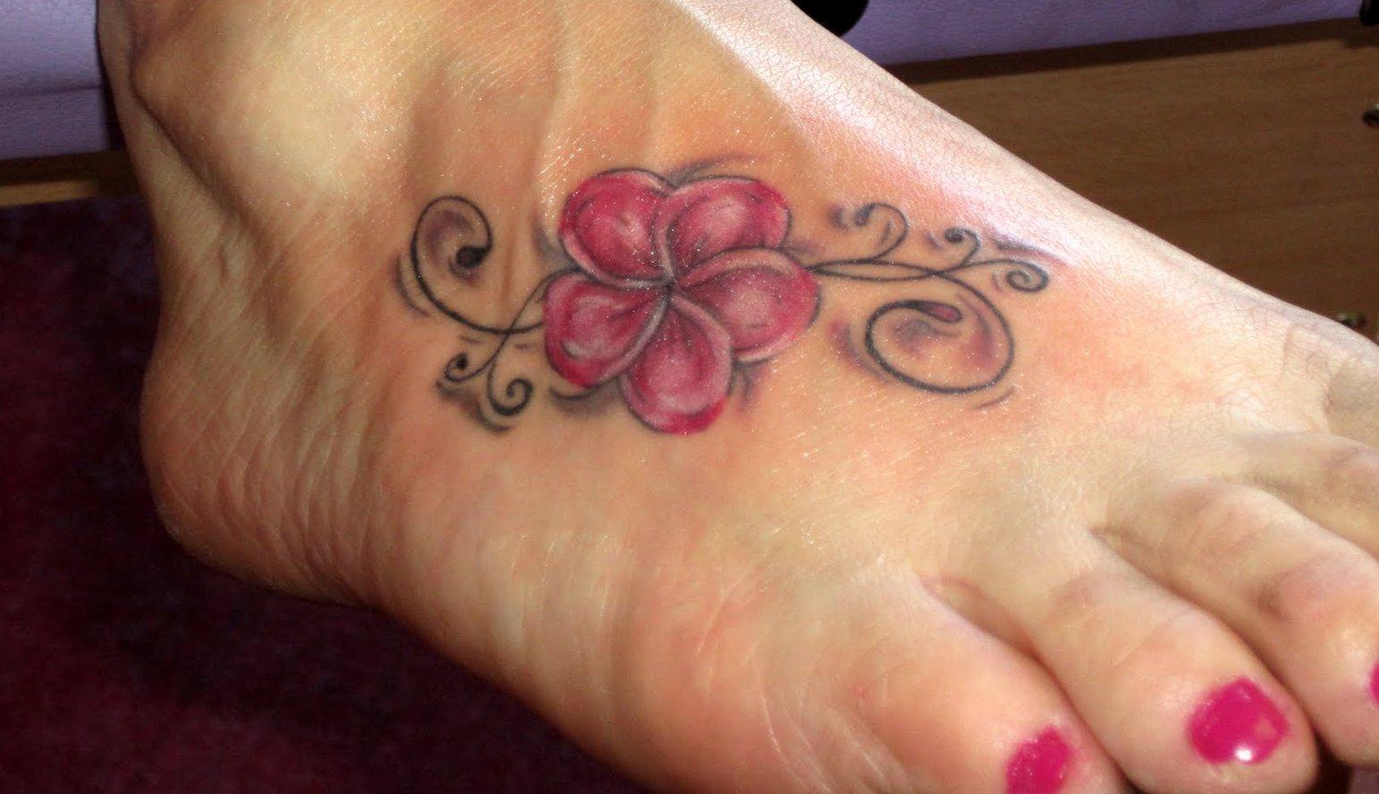 Kleine Blumen Tattoos alletattoo.de 20
