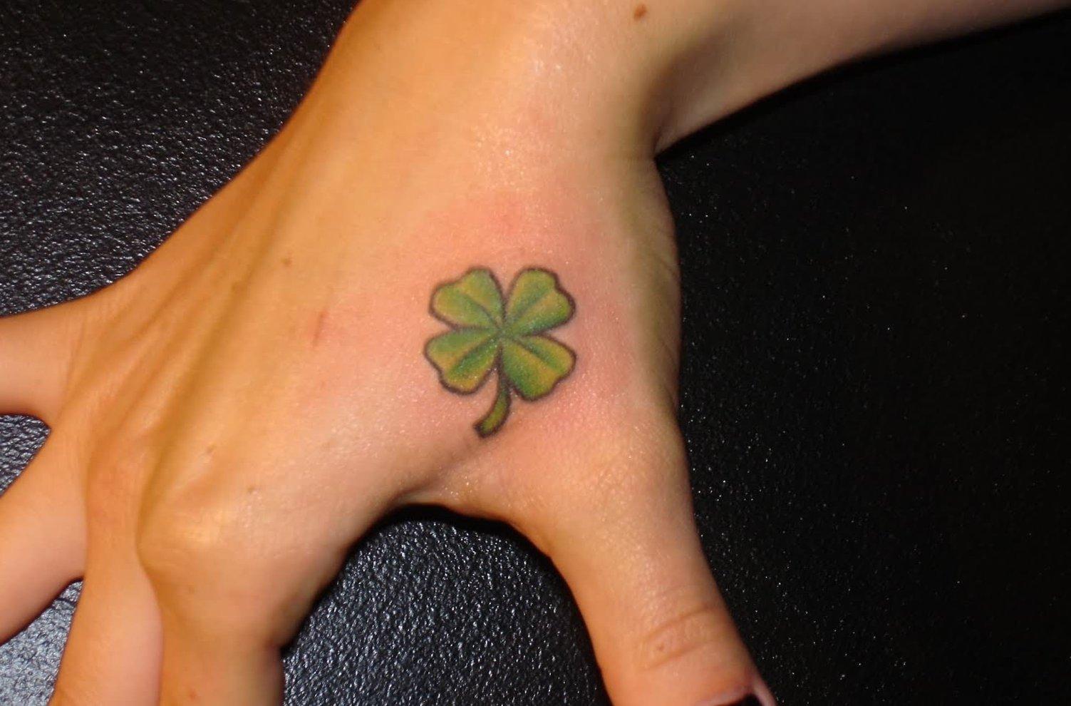 Kleine Blumen Tattoos alletattoo.de 15