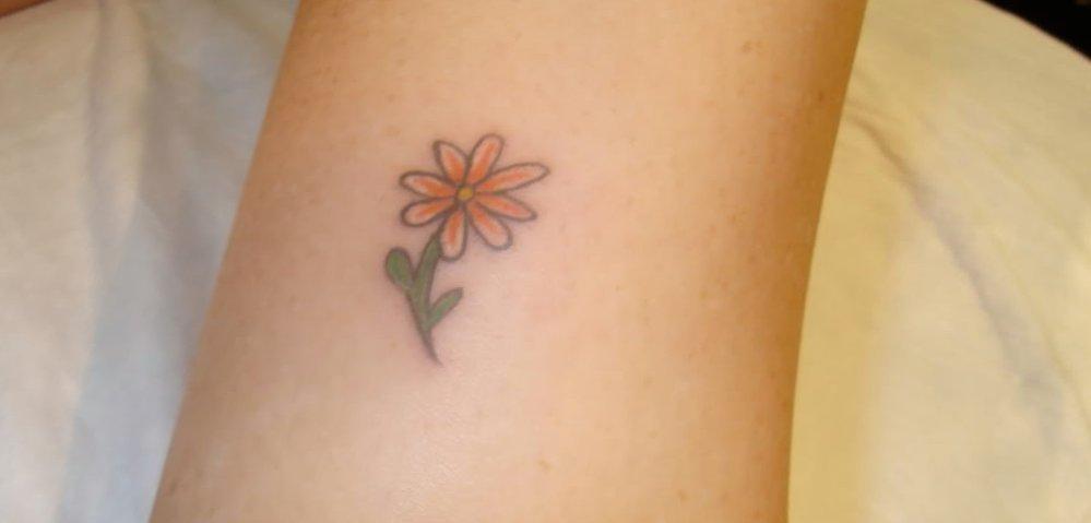 Kleine Blumen Tattoos alletattoo.de 11