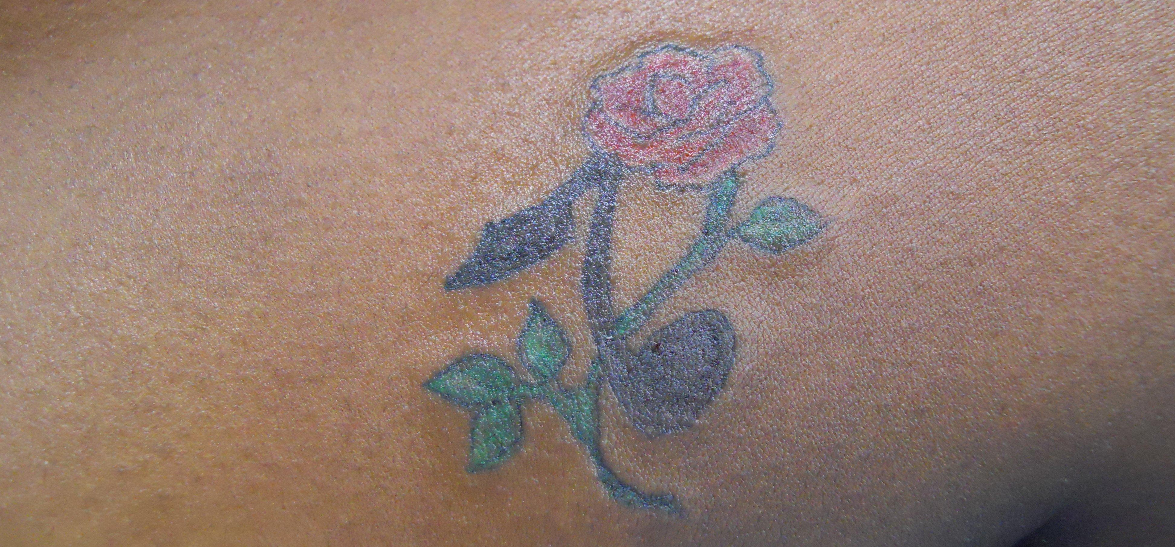 Kleine Blumen Tattoos alletattoo.de 4