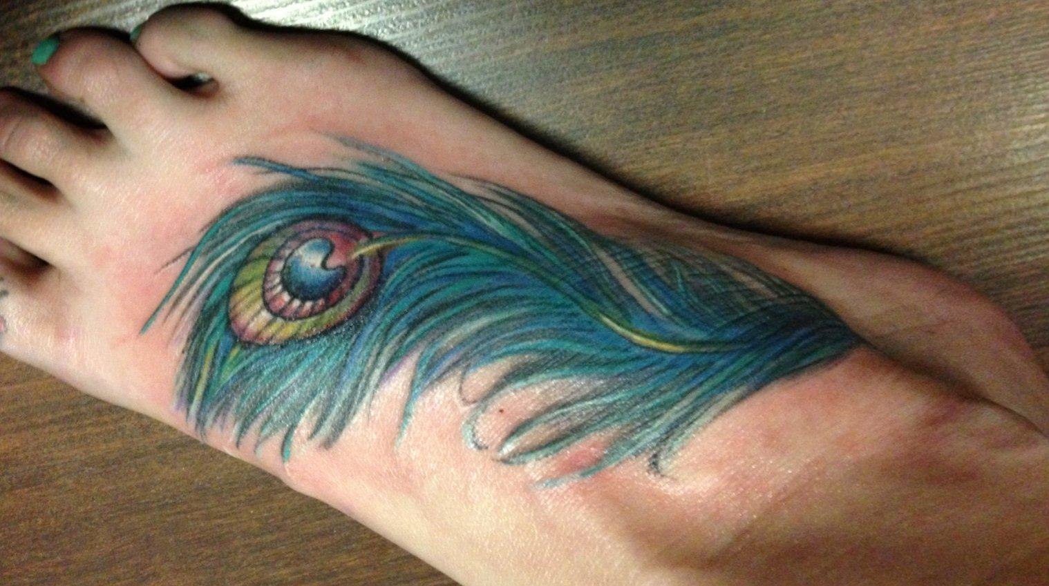 Pfau Tattoo Motive und Pfauenfeder Tattoo Bedeutung alletattoo.de 25