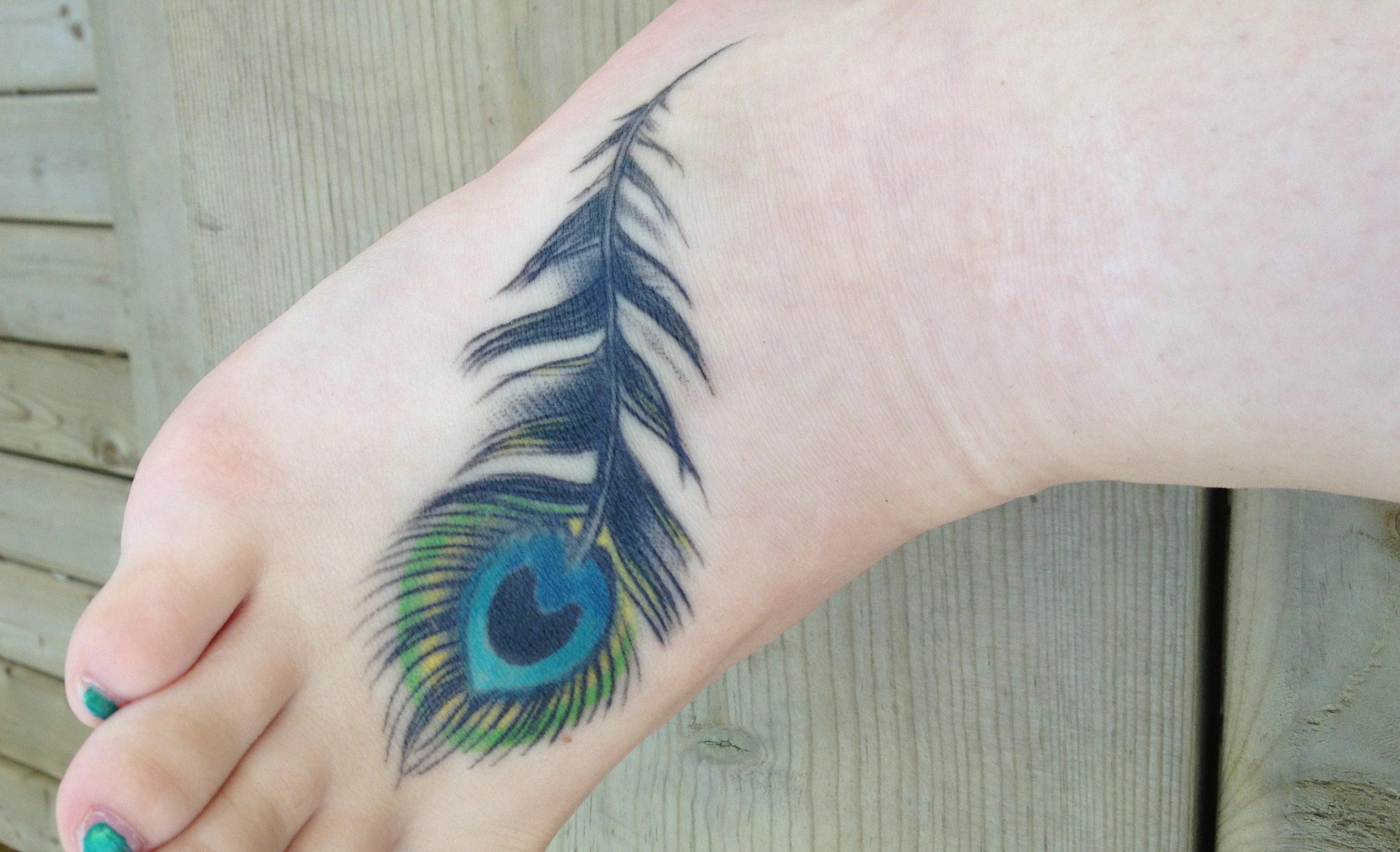 Pfau Tattoo Motive und Pfauenfeder Tattoo Bedeutung alletattoo.de 22