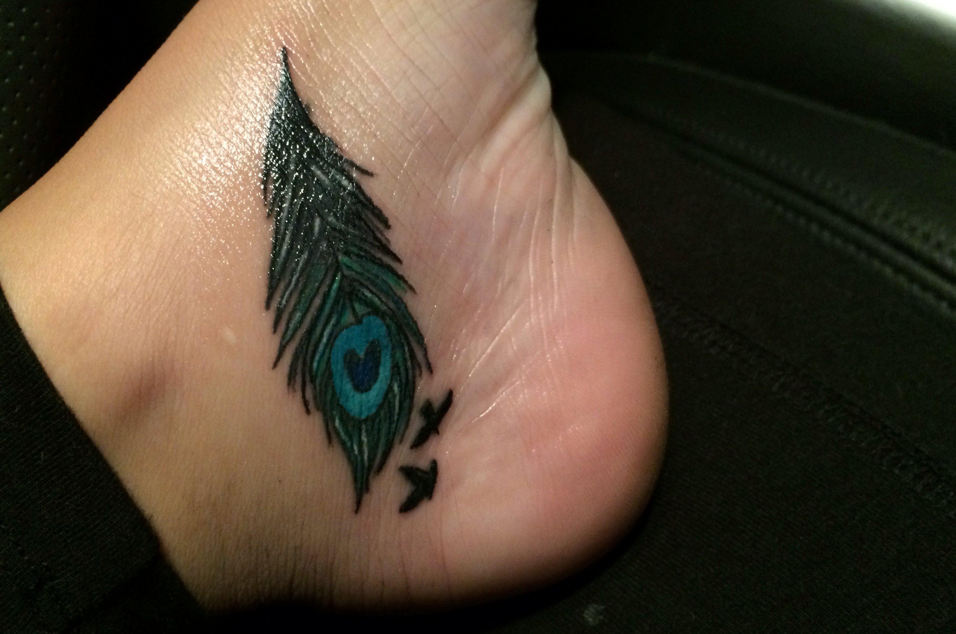 Pfau Tattoo Motive und Pfauenfeder Tattoo Bedeutung alletattoo.de 26