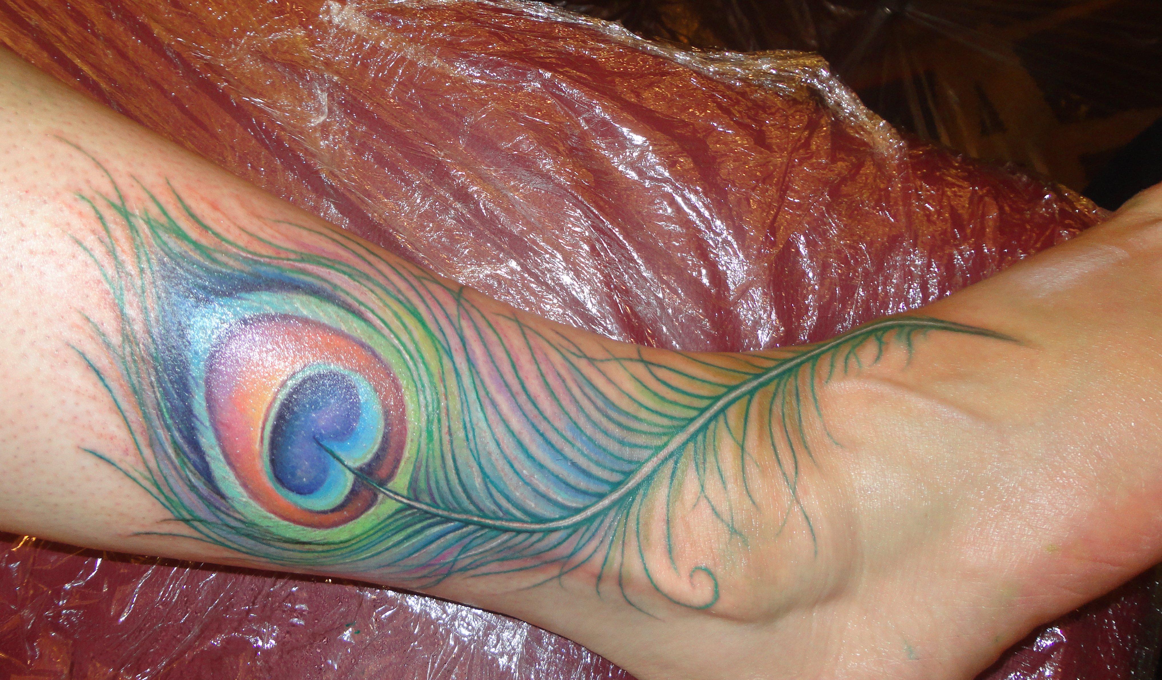 Pfau Tattoo Motive und Pfauenfeder Tattoo Bedeutung alletattoo.de 28