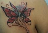 engel tattoo auf der brust 2