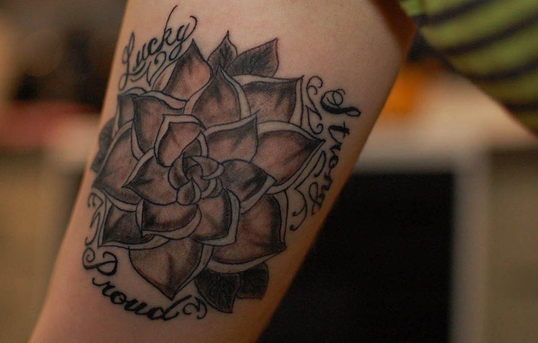 Hawaii Blumen Tattoos – Designs und deren Bedeutung alletattoo.de 28