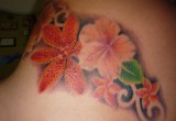 Hawaii Blumen Hibiskus Tattoo Am Ruecken 4