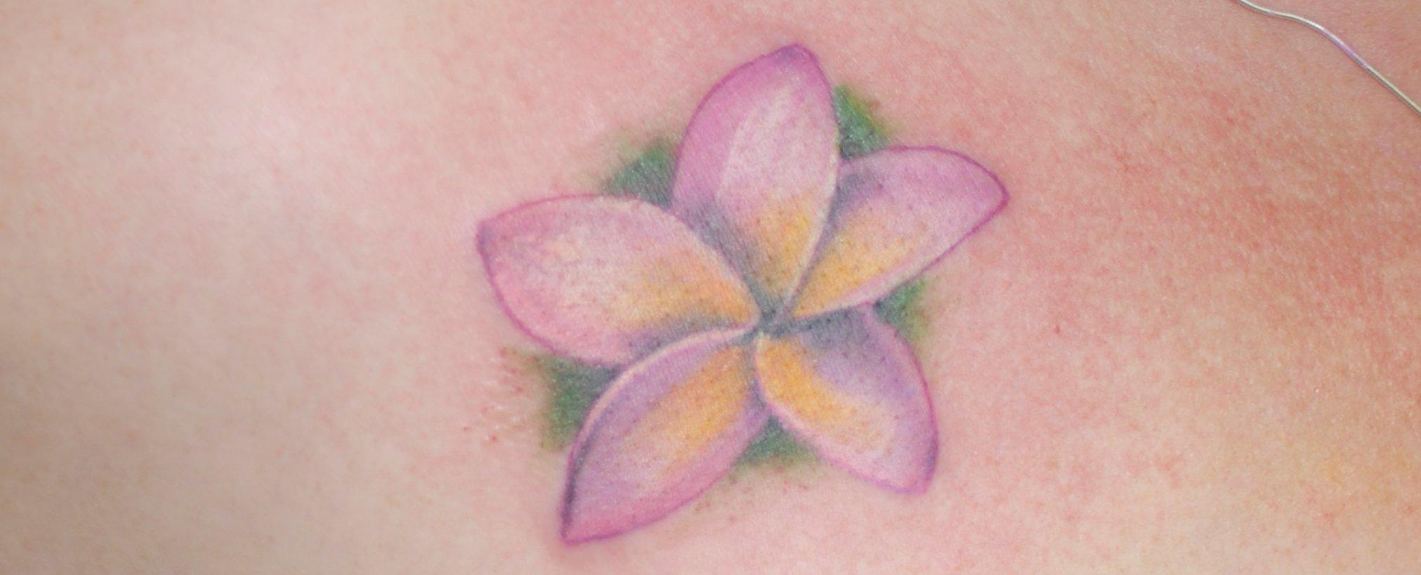 Hawaii Blumen Tattoos – Designs und deren Bedeutung alletattoo.de 16