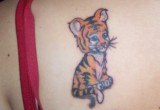 Kleine Tiger Tattoo am Ruecken