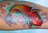 Rote Koi Karpfen Tattoo fuer das Bein