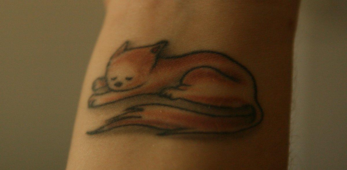 Katze-Tattoo-am-Handgelenk