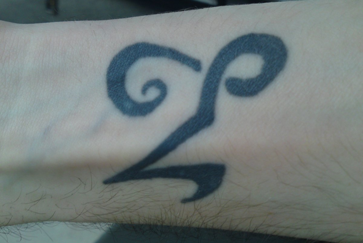 Steinbock-Sternzeichen-Tattoo-am-Unterarm-Innenseite