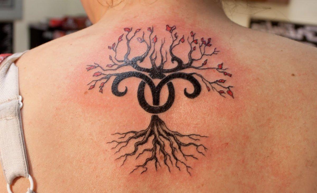 Stier-Sternzeichen-mit-Baum-Tattoo