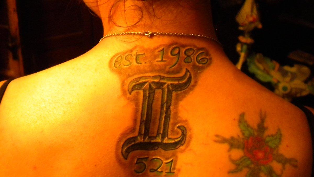 Zwillinge-Sternzeichen-mit-Geburtsdatum-Tattoo