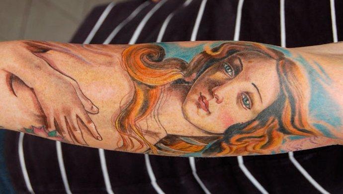 Jungfrau-Maria-Sternzeichen-Tattoo-am-Arm