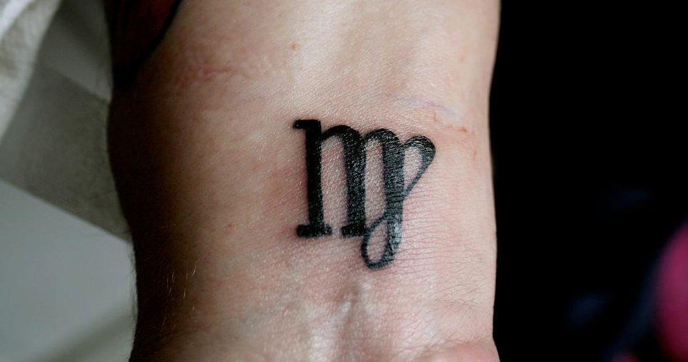 Jungfrau-Sternzeichen-Tattoo-am-Handgelenk