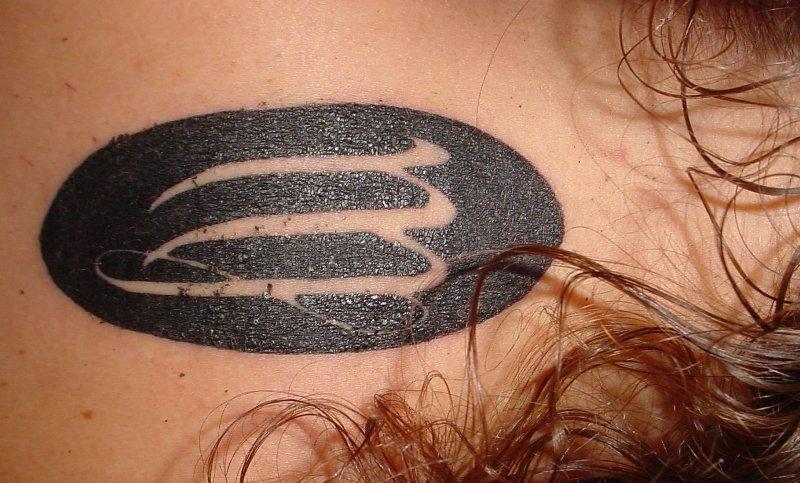 Jungfrau-Sternzeichen-Tattoo-am-Ruecken-fuer-Frauen