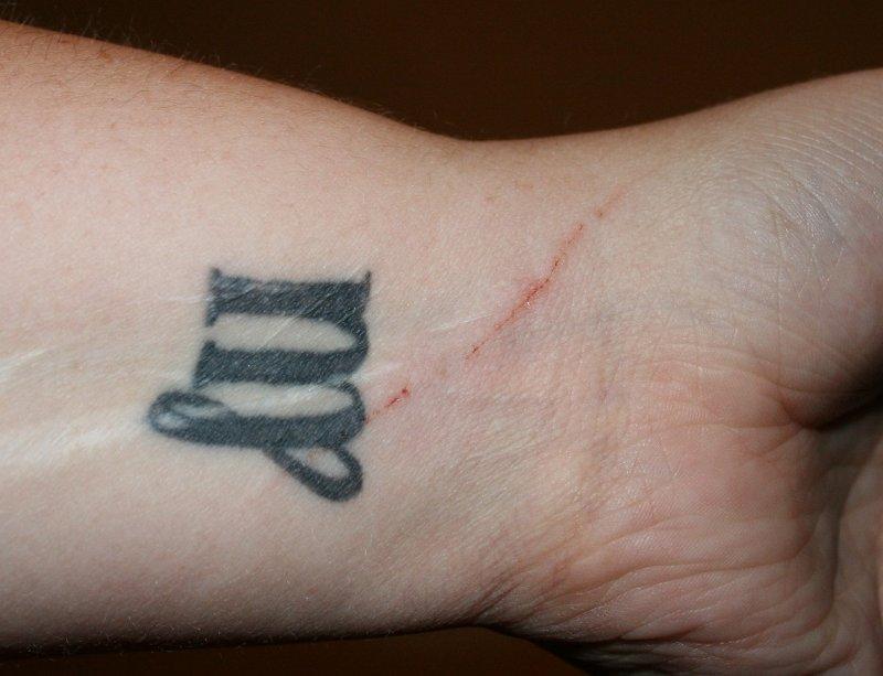 Tribal-Jungfrau-Sternzeichen-Tattoo-am-Unterarm-Innterseite