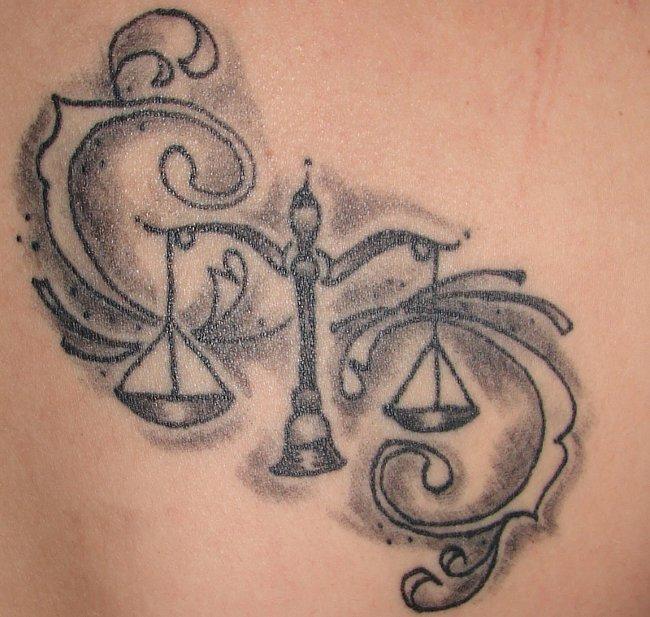Waage-Sternzeichen-Tattoo-Idee
