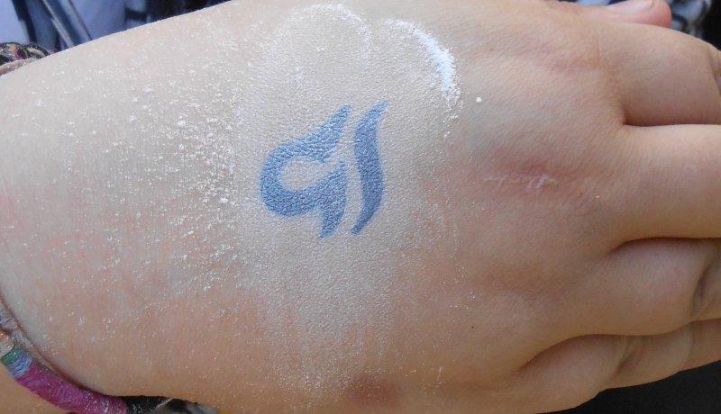 Waage-Sternzeichen-Tattoo-auf-Hand